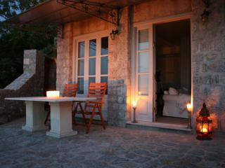 Magnificent seaview stone house/apt - World vacation rentals