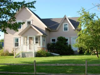 Charming Coastal Cottage in Prospect Harbor, Maine - DownEast and Acadia Maine vacation rentals