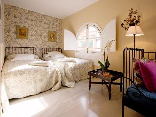 Seville Suite Terrace next to Cathedral 3 pax - Sevilla La Nueva vacation rentals