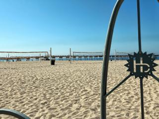 Steps to downtown Hermosa Beach and the Strand - Manhattan Beach vacation rentals