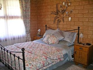 'The Keep' self-contained country B&B - Taradale vacation rentals