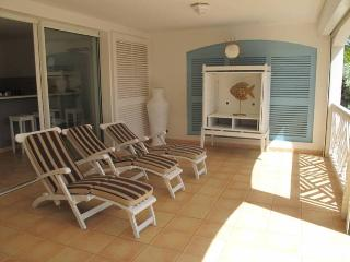 CARIBBEAN PRINCESS C1......affordable beachfront condo perfect for small family or 2 couples - Orient Bay vacation rentals
