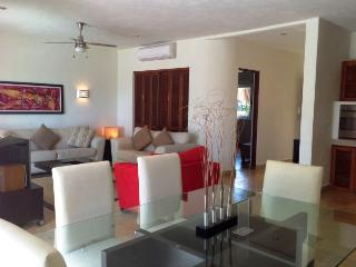 CONDO IZAMAL - Bright and spacious condo! - Playa del Carmen vacation rentals