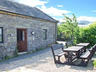 VALLEY VIEW BARN hot tub, en-suite bathrooms, pet-friendly in Tissington Ref 11810 - Peak District National Park vacation rentals