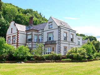 TAN Y GRAIG, impressive pet-friendly manor house by beach, open fires, acre of grounds, character, Pentraeth Ref 21923 - Island of Anglesey vacation rentals
