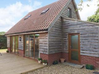 FOXLEY LODGE detached, close to Broads, pet-friendly in Norwich Ref 23935 - Norfolk vacation rentals