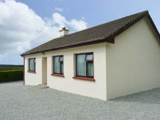 HANNAH'S HOUSE all ground floor, family-friendly, on a working farm in Sneem Ref 25724 - Sneem vacation rentals