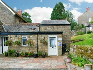 TANTALLON COTTAGE, close to Hadrian's Wall, off road parking, private and shared gardens, in Gilsland, Ref 26108 - Gilsland vacation rentals