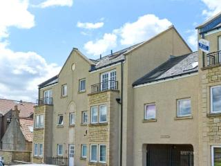 LINKS VIEW, modern apartment, views over Firth of Forth, beach on doorstep in Musselburgh Ref 26449 - East Lothian vacation rentals