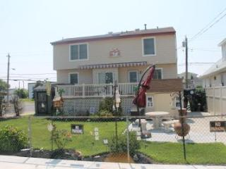 Sleeps 6 - 8, Large Covered Deck, Private Parking - Ocean City vacation rentals