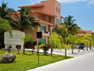 3 Bedroom Marina Front Penthouse with 5 Star Hotel Services - Puerto Aventuras vacation rentals