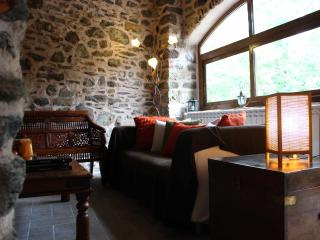 North Tuscany - Dreamy rural retreat in stone - Villafranca in Lunigiana vacation rentals