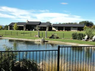 Picnic Creek - Luxury Bed and Breakfast - Clyde - Alexandra vacation rentals