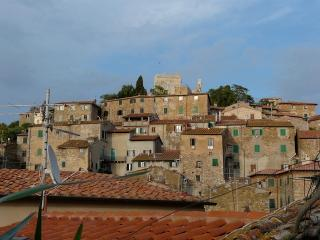 TUSCANY, CHARMING HOUSE IN MEDIEVAL TOWN, FOR 4 - Campiglia Marittima vacation rentals