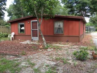 Cottage on horse farm near De Land - De Leon Springs vacation rentals