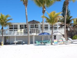 Endless Summer beautiful Beachfront Cottage Mid Island -  Endless Summer - Fort Myers Beach vacation rentals