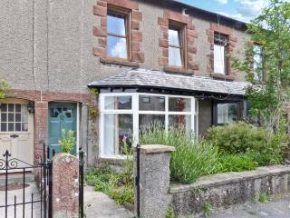 2 WEST VIEW, terraced cottage, woodburner, close to amenities, garden, in Cartmel, Ref. 10733 - Cartmel vacation rentals