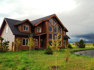 Luxury Cabin for 21- Hot Tub, Volleyball, Family - McCall vacation rentals