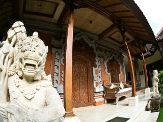 Mini Royal Balinese Palace, immerse in Bali style! - Nusa Dua Peninsula vacation rentals