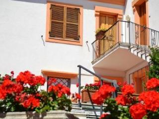 Sirolo close to the square solution with garden, parking and air conditioning - Ancona vacation rentals