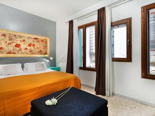 Apartment Coquette, modern and elegant near Strada Nuova, 5 minutes to Rialto and 10 minutes to San Marco - Veneto - Venice vacation rentals