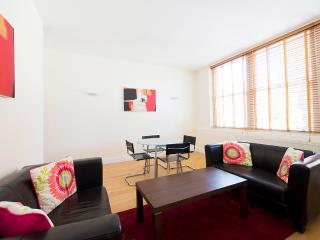 The Tower Hill 2 Bedroom 2 Bathroom Apartment - London vacation rentals