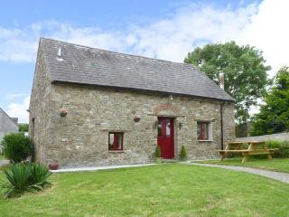 BALLYMORRIS COTTAGE, pet-friendly, woodburner, easy reach of Limerick and Clare coast, near Cratloe, Ref. 26858 - Gortaclare vacation rentals