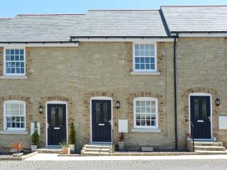 3 OLD POST OFFICE MEWS, quality cottage, close amenities, enclosed patio, off road parking in Brading Ref. 27600 - Isle of Wight vacation rentals