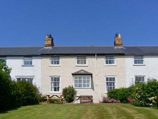 3B COASTGUARD COTTAGES, family accommodation, near beach, off road parking, garden, in Low Newton-by-the-Sea, in Beadnell, Ref 2 - Beadnell vacation rentals