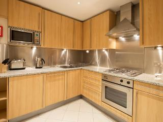 The Tower Hill 3 Bedroom Duplex - London vacation rentals