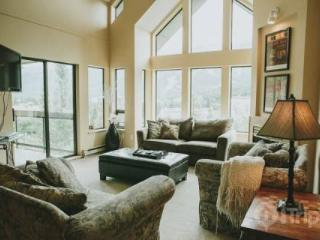 Ravencrest Unit 308 Penthouse in Blueberry Hills,  4 bed, 3.5 bath sleeps 10 - Whistler vacation rentals