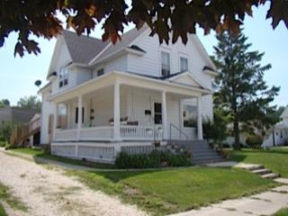 Miller Street Residence Upper- Packer Game Perfect - Kewaunee vacation rentals