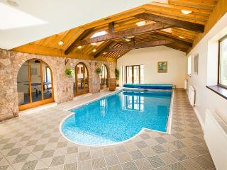 BROOKWAY, luxury, detached, swimming pool, games room, parking, garden with hot tub and play area, in Whitford, Ref 27085 - Whitford vacation rentals