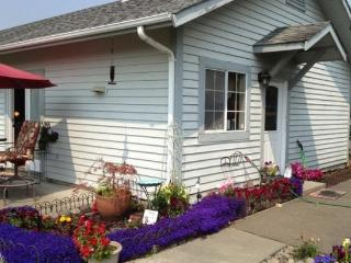 Get away from it all! Guesthouse on large property - McKinleyville vacation rentals