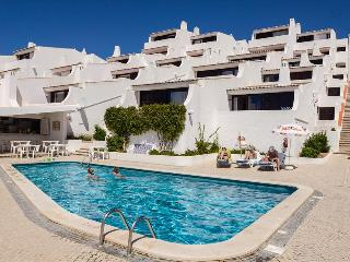 ONE BEDROOM APARTMENT LAND VIEW FOR 4 ADULTS 50M FROM THE BEACH IN OURA - ALBUFEIRA - REF. GB114308 - Albufeira vacation rentals