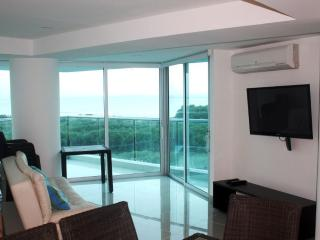 Two bedroom condo, beach front. Luxury & comfort. - Cartagena District vacation rentals