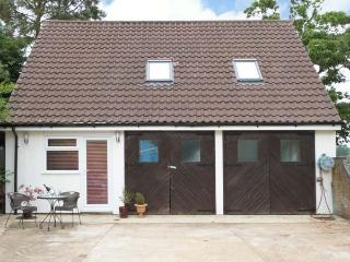 FIELD VIEW, detached property, en-suite bedroom, ideal for a couple or small family, in Morton on the Hill, near Reepham, Ref 19 - Reepham vacation rentals