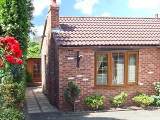 BRAMBLE GRANGE, enclosed garden, sauna, gym, hot tub, in Overseal, Ref. 27758 - Staffordshire vacation rentals