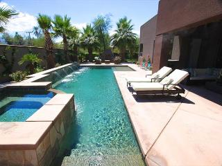 'Paramount' Pool, Spa, Misters, Shuffleboard, Fun! - La Quinta vacation rentals