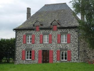 Charming renovated old  family house for 6 to 8 - Auvergne vacation rentals