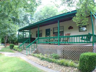 Creekside 3 BR w/ Firepit,Horseshoes,Quiet,Nature - Pigeon Forge vacation rentals