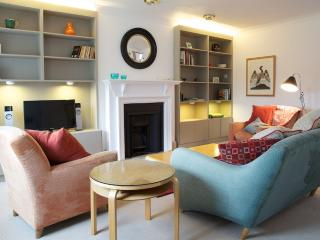 Light & Bright 2 Bed, 2 Bath. Collingham Gardens. - London vacation rentals