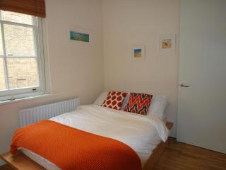A simply Divine one bed at St Paul's Cathedral - London vacation rentals