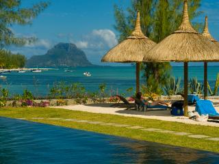 PLEIN OUEST, front line beach appartment , situated on the pristine beach and unspoilt lagoon of Blackriver. - Mauritius vacation rentals
