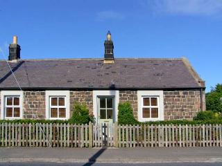 RISING SUN, end-terraced cottage with woodburner, garden, amenities on doorstep, close to coast and castles, in Christon Bank, R - Embleton vacation rentals