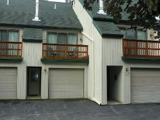 Waterville Valley updated 2 bedroom Vacation Townhome next to Golf! (PEA3M) - Waterville Valley vacation rentals
