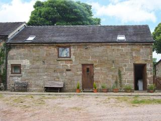 HORSE SHOE COTTAGE, pet-friendly, private garden, open beams and stonework, near Alton Towers and Cheadle, Ref. 26262 - Cheadle vacation rentals