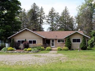 Luxury Waterfront Cottage for Rent - Stoney Lake - Kawartha Lakes vacation rentals