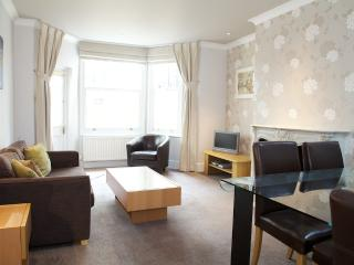 Cheniston Gardens, Kensington, W8. - London vacation rentals