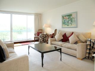 Ropers Orchard, Chelsea, SW3. With River Views. - London vacation rentals